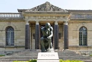 Rzeźba Myśliciel w Muzeum w Meudon