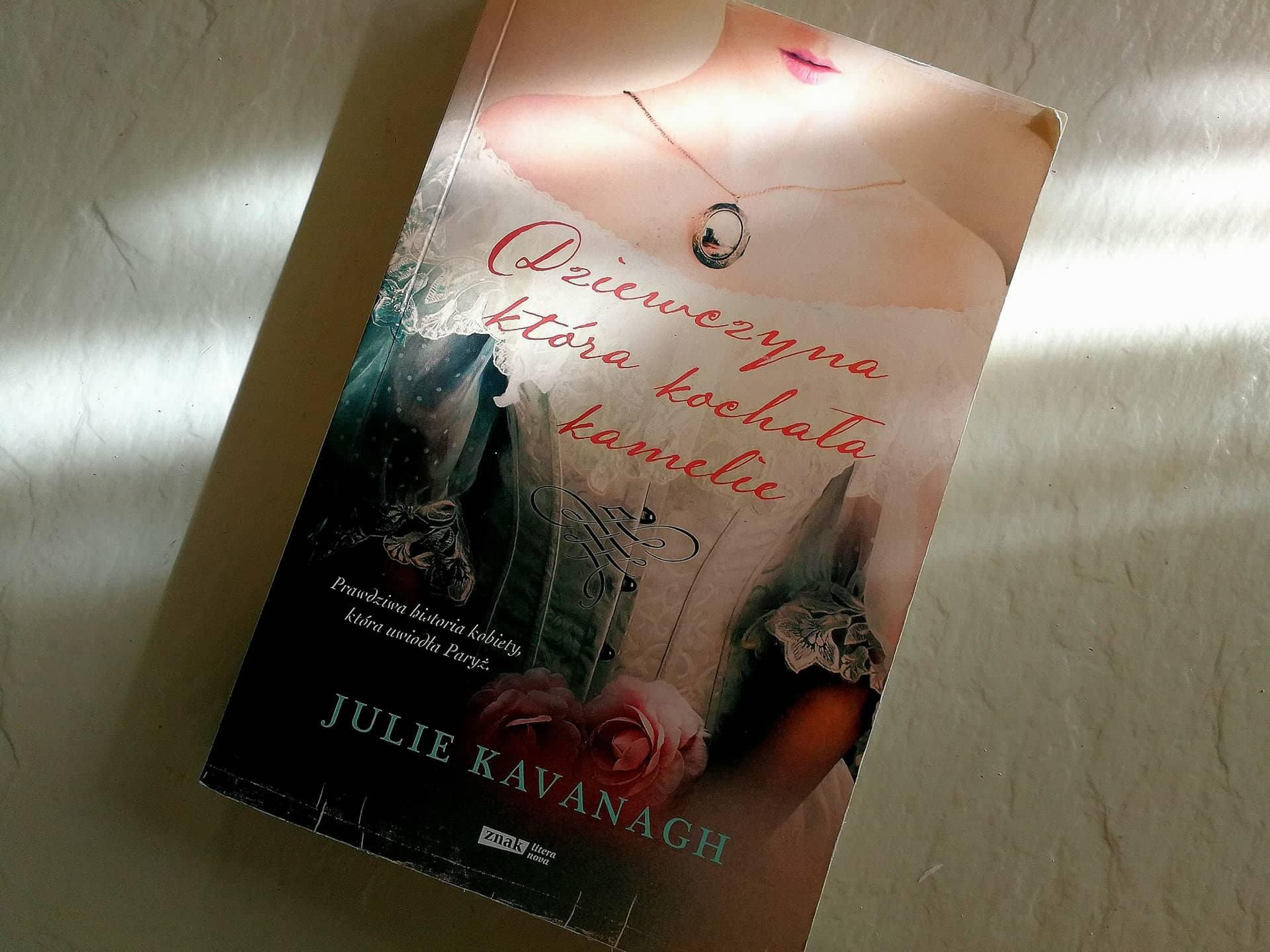 """""""Dziewczyna, która kochała kamelie"""" Julie Kavanagh"""