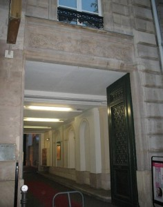 Wejście do budynku przy ulicy Tronchet nr 5, gdzie Chopin wynajmował mieszkanie od 1839 do 1841 roku