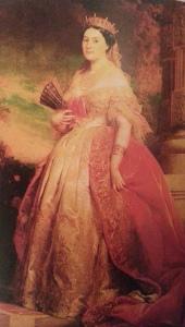 Edouard Dubufe, Księżna Matylda; 1861 rok. Obraz reprezentuje strój dworski w czasach Napoleona III. Suknie charakteryzuje głeboki dekold i bardzo dpoasowany stanik. Noszona była z powłóczystym aksamitnym łaszczem.