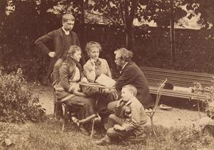 Gustave z dziećmi - w centrum Claire - 1884 rok