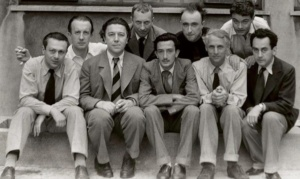 Grupa surrealistów: od lewej: Tzara, Eluard, Breton, Arp, Dali, Tanguy, Ernst, Crevel i Man Ray