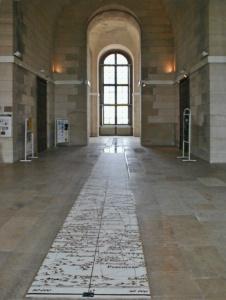 Obserwatorium Paryskie - linia południka zaznaczony na podłodze. To stąd prowadzi szlak płytek pomnika Dibettsa